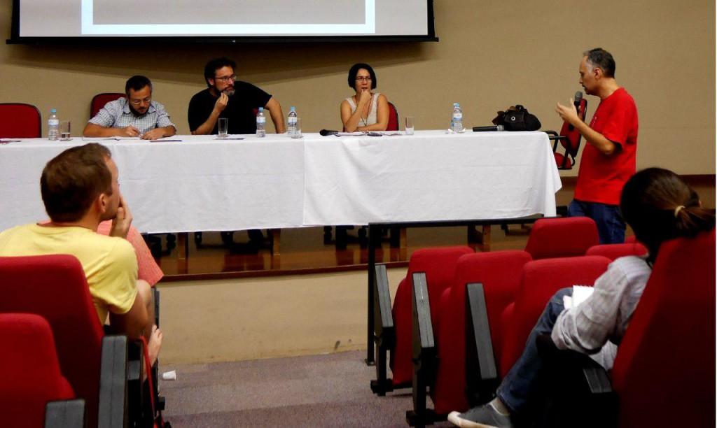 Depois das apresentações, a plateia foi convidada a iniciar um debate.